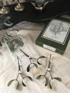 宿り木のブローチ
